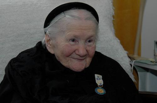 """Spotkanie autorskie z Anną Bikont poświęcone książce """"Sendlerowa. W ukryciu""""."""